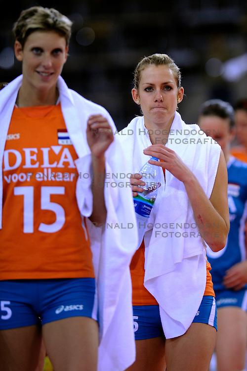 26-09-2009 VOLLEYBAL: EUROPEES KAMPIOENSCHAP SPANJE - NEDERLAND: LODZ<br /> Nederland verslaat ook Spanje met 3-0 / Ingrid Visser en Debby Stam<br /> &copy;2009-WWW.FOTOHOOGENDOORN.NL