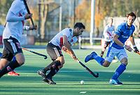 UTRECHT -  Valentin Verga (Adam)  met Martijn Havenga (Kampong) tijdens  de hoofdklasse hockeywedstrijd mannen, Kampong-Amsterdam (4-3).  COPYRIGHT KOEN SUYK