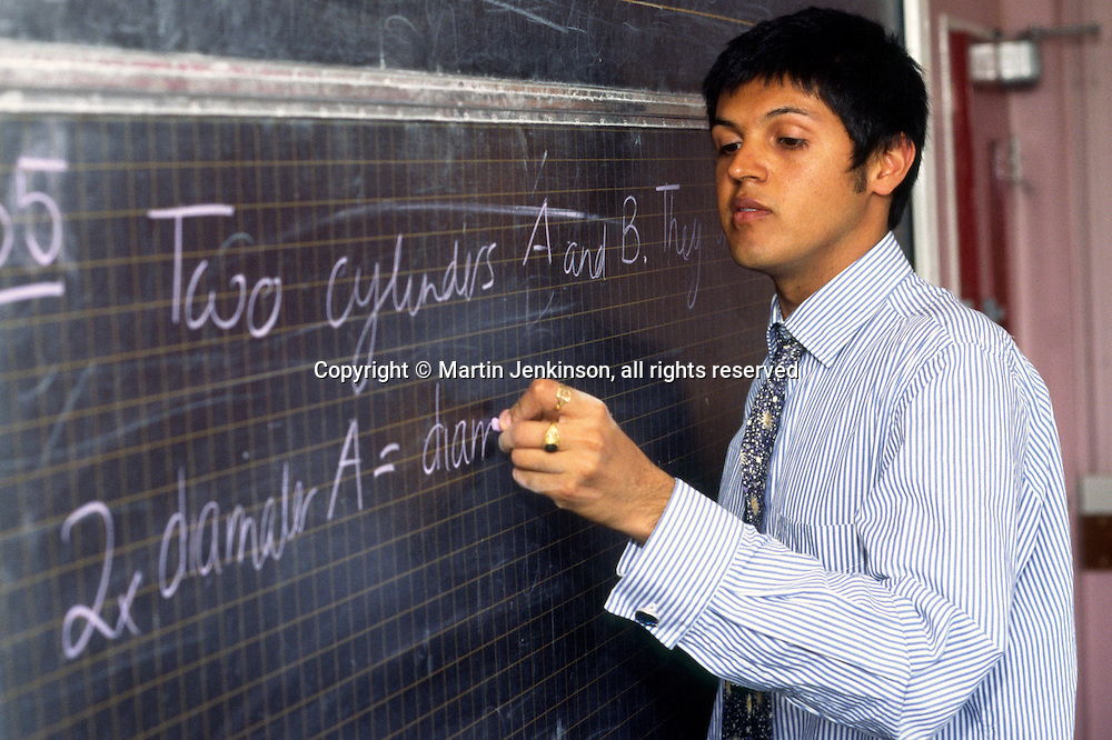 New Teacher in his first year taking a maths lesson in a Secondary School ...© Martin Jenkinson, tel 0114 258 6808 mobile 07831 189363 email martin@pressphotos.co.uk. Copyright Designs & Patents Act 1988, moral rights asserted credit required. No part of this photo to be stored, reproduced, manipulated or transmitted to third parties by any means without prior written permission