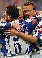n/z.: kapitan Piotr Reiss (nr9-Lech) po zdobyciu gola w ramionach kolegow podczas meczu ligowego Lech Poznan (biale-niebieskie) - Odra Wodzislaw Slaski (czerwone) 1:0 , I liga polska , 20 kolejka sezon 2004/2005 , pilka nozna , Polska , Poznan , 03-05-2005 , fot.: Adam Nurkiewicz / mediasport..captain Piotr Reiss (nr9-Lech) after score goal celebrates with his friends during Polish league first division soccer match in Poznan. May 03, 2005 ; Lech Poznan (white) - Odra Wodzislaw Slaski (red) 1:0 ; first division , 20 round season 2004/2005 , football , Poland , Poznan ( Photo by Adam Nurkiewicz / mediasport )
