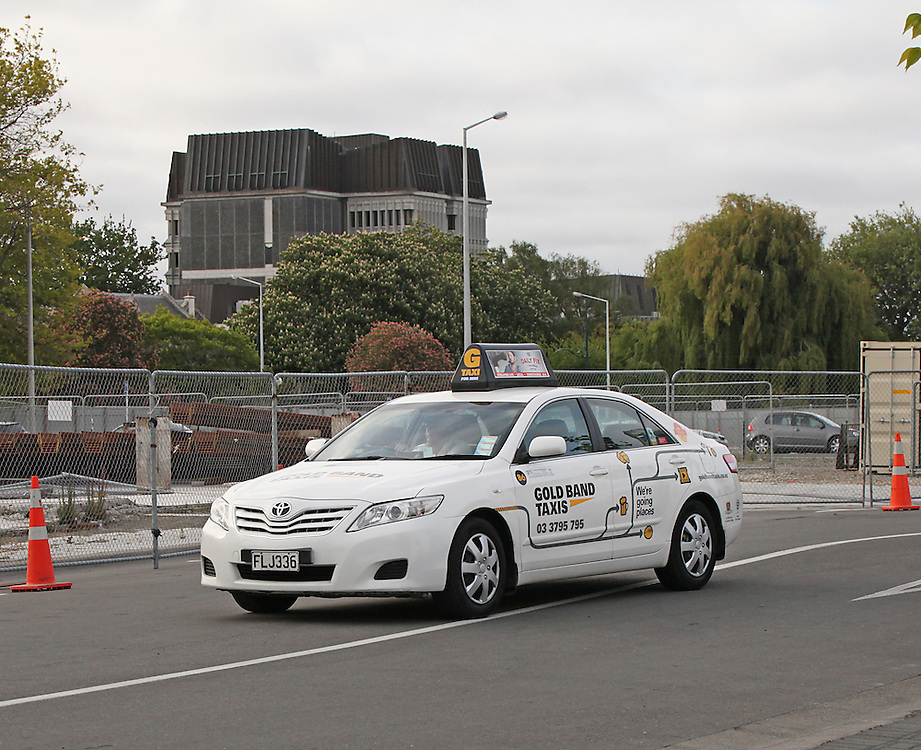 Gold band taxi in Cathedral Square,  Christchurch, New Zealand, Friday, 06 November, 2015.  Credit: SNPA / Pam Carmichael