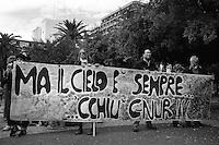 """Taranto, Manifestazione  """"AltaMarea"""" contro l'inquinamento e a favore della chiusura dell'Ilva."""
