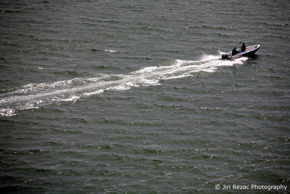 UNITED KINGDOM HAMPSHIRE 17JUN09 - A speedboat travels on the river Itchen in Southampton from the Itchen Bridge, Hampshire, southern England...The river has a total length of 28 miles, and is noted as one of England's - if not one of the World's - premier chalk streams. It is designated as a Site of Special Scientific Interest and is noted for its high quality habitats, supporting a range of protected species...jre/Photo by Jiri Rezac / WWF UK..© Jiri Rezac 2009