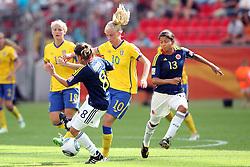 28.06.2011, FIFA Frauen-WM-Stadion Leverkusen, Leverkusen, GER, FIFA Women Worldcup 2011, Gruppe C, Kolumbien (COL) vs. Schweden (SWE), im Bild:  Sofia Jakobsson (Schweden) (M) gegen Andrea Peralta (Kolumbien) (L) und Yulieht Dominguez (Kolumbien) (R)   // during the FIFA Women´s Worldcup 2011, Pool C, Colombia vs Sweden on 2011/06/28, FIFA Frauen-WM-Stadion Leverkusen, Leverkusen, Germany.   EXPA Pictures © 2011, PhotoCredit: EXPA/ nph/  Mueller *** Local Caption ***       ****** out of GER / CRO  / BEL ******