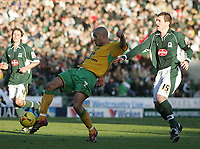 Photo: Lee Earle.<br /> Plymouth Argyle v Norwich City. Coca Cola Championship.<br /> 14/01/2006. Norwich's Jason Jarrett (L) gets ahead of Paul Wotton to try a shot on target.