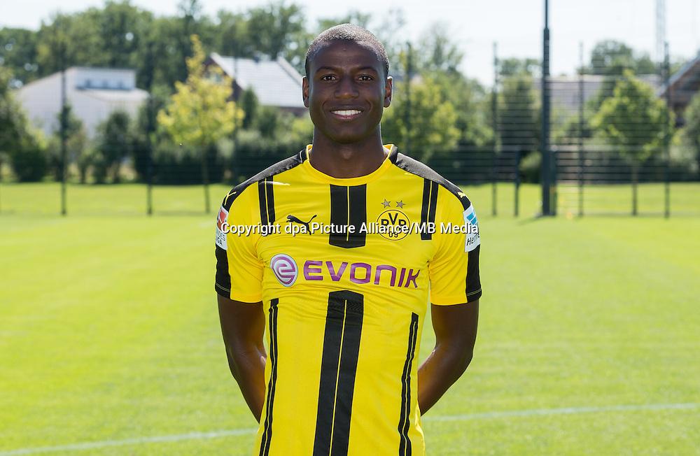 German Bundesliga - Season 2016/17 - Photocall Borussia Dortmund on 17 August 2016 in Dortmund, Germany: Adrian Ramos. Photo: Guido Kirchner/dpa | usage worldwide