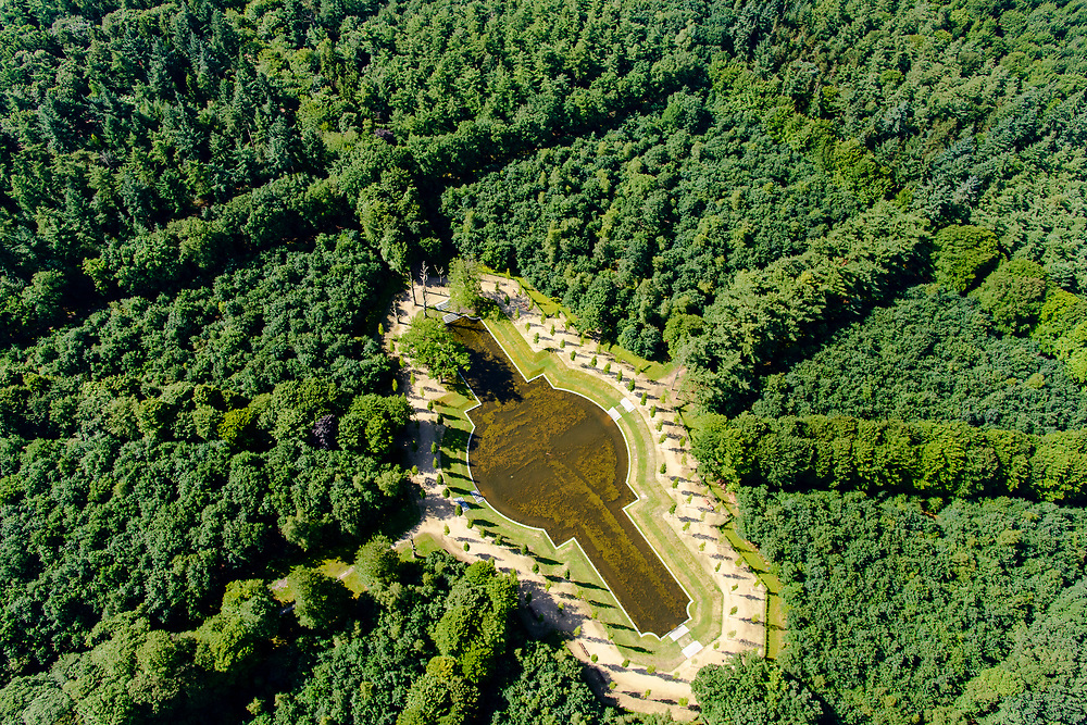 Nederland, Utrecht, Baarn, 17-07-2017;<br /> Baarnse Bos met in het Sterrenbos de vijver de Grote Kom.<br /> Baarnsche Bos, landscaped forest.<br /> luchtfoto (toeslag op standard tarieven);<br /> aerial photo (additional fee required);<br /> copyright foto/photo Siebe Swart