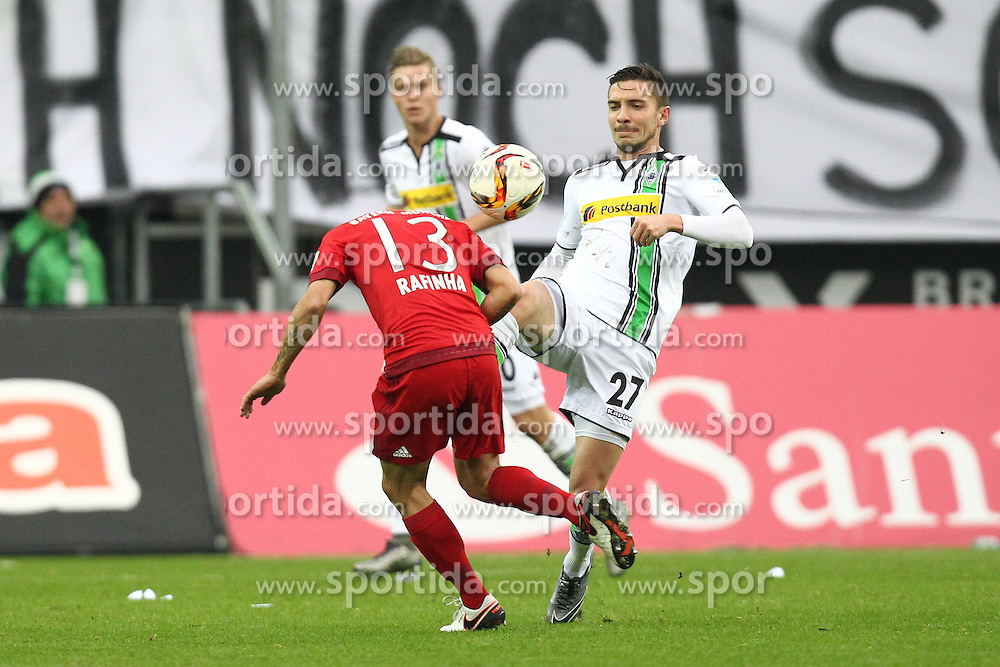 05.12.2015, Stadion im Borussia Park, Moenchengladbach, GER, 1. FBL, Borussia Moenchengladbach vs FC Bayern Muenchen, 15. Runde, im Bild Julian Korb (#27, Borussia Moenchengladbach) klaert vor Rafinha (#13, FC Bayern Muenchen), // during the German Bundesliga 15th round match between Borussia Moenchengladbach and FC Bayern Muenchen at the Stadion im Borussia Park in Moenchengladbach, Germany on 2015/12/05. EXPA Pictures &copy; 2015, PhotoCredit: EXPA/ Eibner-Pressefoto/ Deutzmann<br /> <br /> *****ATTENTION - OUT of GER*****