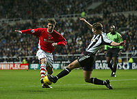 Photo: Andrew Unwin.<br /> Newcastle United v Charlton Athletic. The Barclays Premiership. 22/02/2006.<br /> Newcastle's Robbie Elliott (R) looks to tackle Charlton's Bryan Hughes (L).