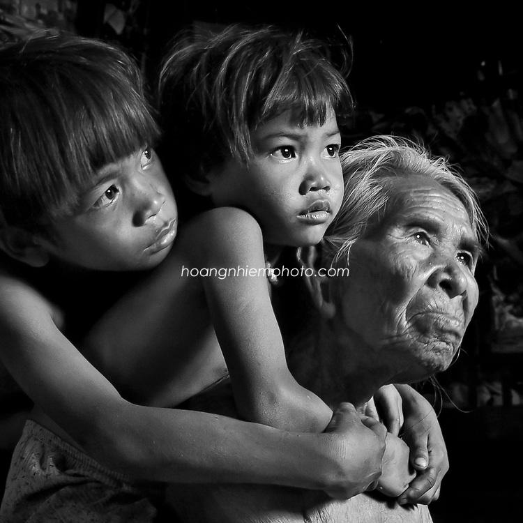 Vietnam Images-Portrait-family-Fine art hoàng thế nhiệm hoàng thế nhiệm hoàng thế nhiệm