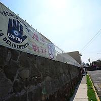 Toluca, México.- En la colonia Morelos  y Federal colocaron mantas en donde advierten a los ladrones que los vecinos están unidos contra la delincuencia.  Agencia MVT / Crisanta Espinosa