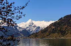 THEMENBILD - Blick auf den See und dem Kitzsteinhorn Gletscher, aufgenommen am 30. April 2016, am Zeller See, Zell am See, Oesterreich // View of the lake and the Kitzsteinhorn Glacier at the Lake Zell, Zell am See, Austria on 2016/04/30. EXPA Pictures © 2016, PhotoCredit: EXPA/ JFK