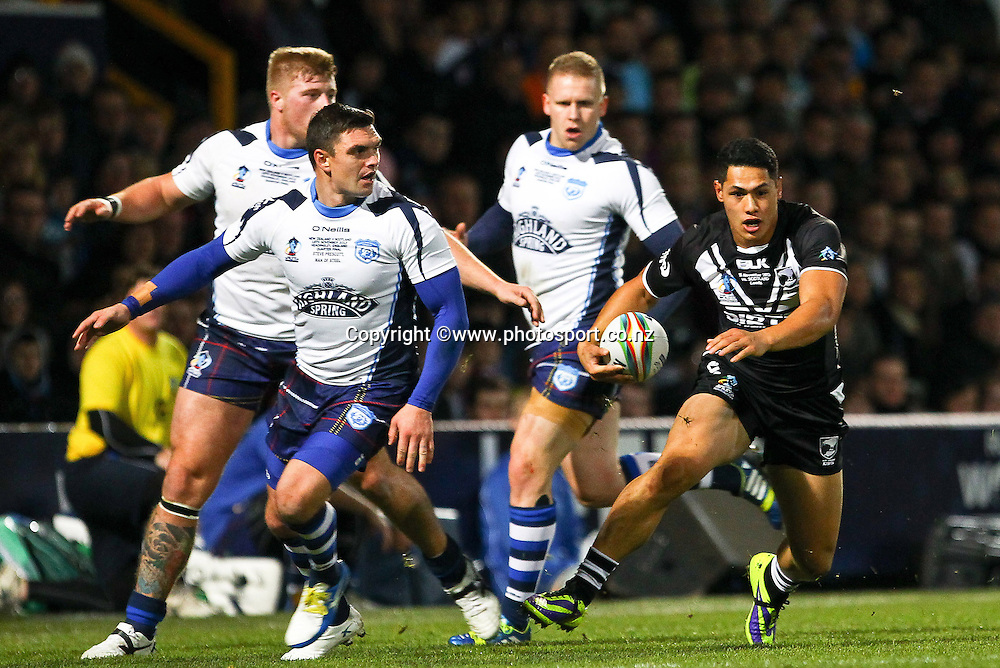 Picture by Alex Whitehead/Photosport.co.nz - 15/11/2013 - Rugby League - Rugby League World Cup Quarter Final- New Zealand v Scotland - Headingley Stadium, Leeds, England - New Zealand's Roger Tuivasa-Sheck makes a break.