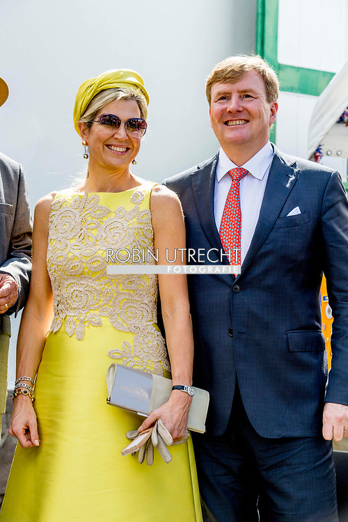 THE BOTTOM - Koning Willem-Alexander en koningin Maxima wonen de onthulling van het borstbeeld van W.S. Johnson bij. De huidige luitenant gouverneur krijgt de buste voor zijn werk voor Saba. ANP ROBIN UTRECHT **NETHERLANDS ONLY**