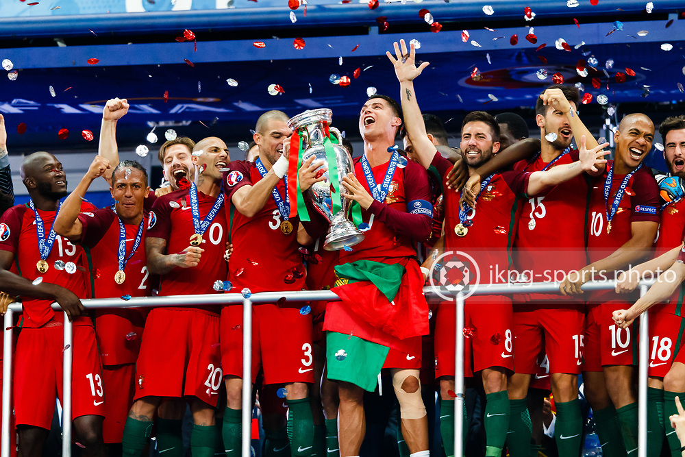 July 10 2016, UEFA Euro 2016, Final Portugal - France<br /> (3) Pepe Kleper Laveran Lima Ferreira and (7) Cristiano Ronaldo with the trophy together with team Portugal.<br /> Editorial Use Only.<br /> Local caption:<br /> Em Fotboll, Final, Portugal - Frankrike, 20160710<br /> (3) Pepe och (7) Cristiano Ronaldo med pokalen, omgivna av det Portugisiska laget.<br /> Endast f&ouml;r redaktionellt bruk.<br /> &copy; Daniel Malmberg/IBL/All Over Press