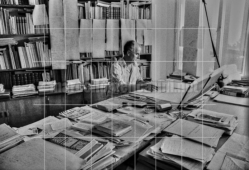 Venice, 1979. Italian composer Luigi Nono in his house / Venezia, 1979. Il compositore Luigi Nono nella sua casa - © Marcello Mencarini