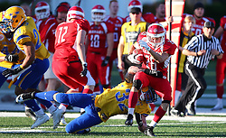 06.06.2014, Stadion Ravelinstrasse, Wien, AUT, American Football Europameisterschaft 2014, Spiel um Platz 5, Daenemark (DEN) vs Schweden (SWE), im Bild Markus Westman, (Team Sweden, LB, #32) und  Joachim Christian  Hannesbo, (Team Denmark, RB, #26) // during the American Football European Championship 2014 game for place 5 between Denmark and Sweden at the UPC Arena, Graz, Austria on 2014/06/06. EXPA Pictures © 2014, PhotoCredit: EXPA/ Thomas Haumer