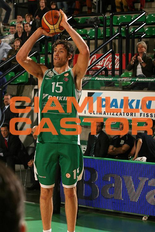 DESCRIZIONE : Treviso Eurolega 2006-07 Top 16 Benetton Treviso Aris TT Bank Salonicco <br /> GIOCATORE : Gigli<br /> SQUADRA : Benetton Treviso<br /> EVENTO : Eurolega 2006-2007 Top 16 <br /> GARA : Benetton Treviso Aris TT Bank Salonicco <br /> DATA : 14/03/2007 <br /> CATEGORIA : Tiro<br /> SPORT : Pallacanestro <br /> AUTORE : Agenzia Ciamillo-Castoria/M.Marchi