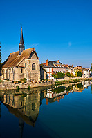 France, Bourgogne-Franche-Comté, Yonne (89), Sens, église Saint-Maurice au bord de l' Yonne// France, Burgundy, Yonne, Sens, Saint-Maurice church on the Yonne river