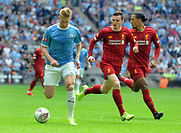 Football - 2019 FA Community Shield - Liverpool vs. Manchester City<br /> <br /> Kevin de Bruyne of Man City and Andrew Robertson of Liverpool, at Wembley Stadium.<br /> <br /> COLORSPORT/ANDREW COWIE