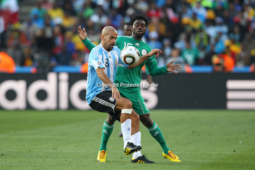 (L-R) Juan Sebastian Veron (ARG), Lukman Haruna (NGR), <br /> JUNE 12, 2010 - Football : <br /> 2010 FIFA World Cup South Africa <br /> Group Match -Group B- <br /> between Argentina 1-0 Nigeria <br /> at Ellis Park Stadium, Johannesburg, South Africa. <br /> (Photo by YUTAKA/AFLO SPORT) [1040]