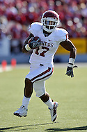 MANHATTAN, KS - OCTOBER 25:  Running back Mossis Madu #17 of the Oklahoma Sooners rushes down field  in fourth quarter against the Kansas State Wildcats on October 25, 2008 at Bill Snyder Family Stadium in Manhattan, Kansas.  The Oklahoma Sooners won 58-35.
