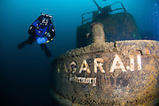 Plongeur à proximité de l'épave du Niagara II située à Tobermory, Ontario, Canada. |Diver near a the Niagara II wreck located in Tobermory, Ontario, Canada.
