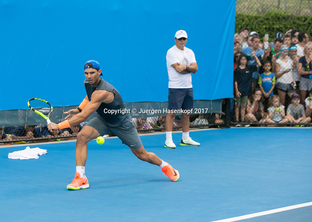 RAFAEL NADAL (ESP) und Trainer Toni Nadal im Hintergrund, Training,coach,<br /> Tennis - Brisbane International  2017 - ATP -  Pat Rafter Arena - Brisbane - QLD - Australia  - 2 January 2017. <br /> &copy; Juergen Hasenkopf