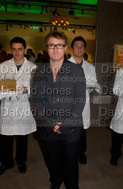 Damien Hirst, Party to celebrate Damien'Hirst's Pharmacy. Sotheby's. 15 October 2004. ONE TIME USE ONLY - DO NOT ARCHIVE  © Copyright Photograph by Dafydd Jones 66 Stockwell Park Rd. London SW9 0DA Tel 020 7733 0108 www.dafjones.com