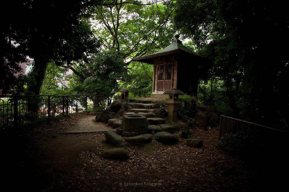 Japan Tokyo - a small shrine near Tokyo-tower -  - 2012