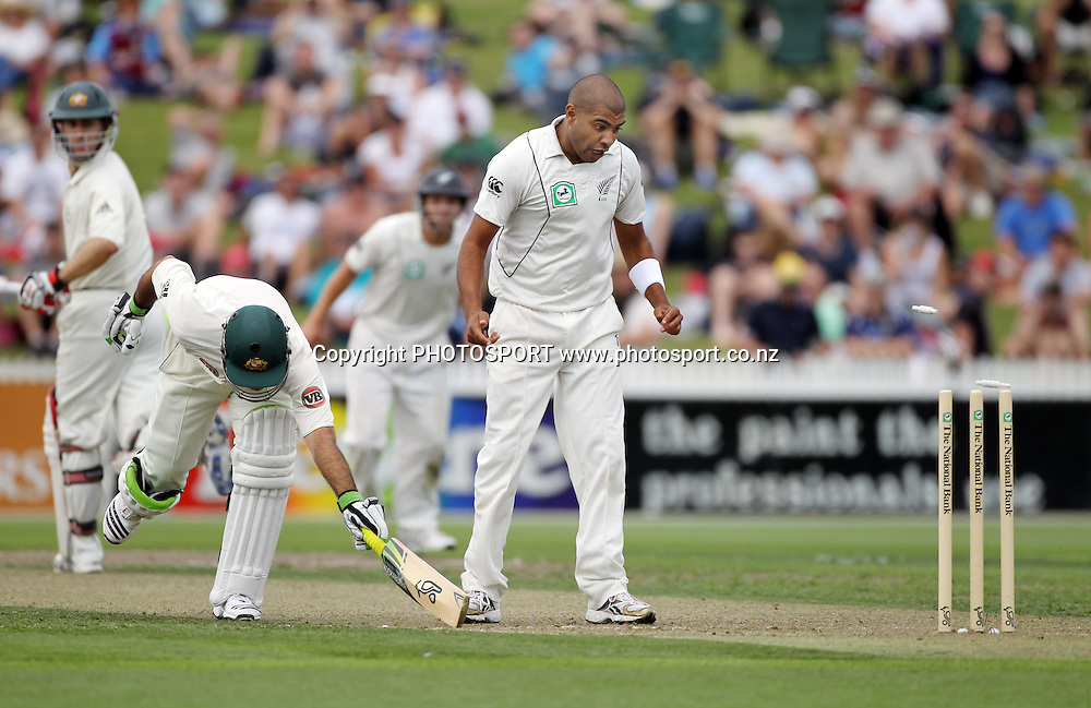 Ricky Ponting is run out from a Daniel Vettori direct hit as Jeetan Patel looks on.<br />