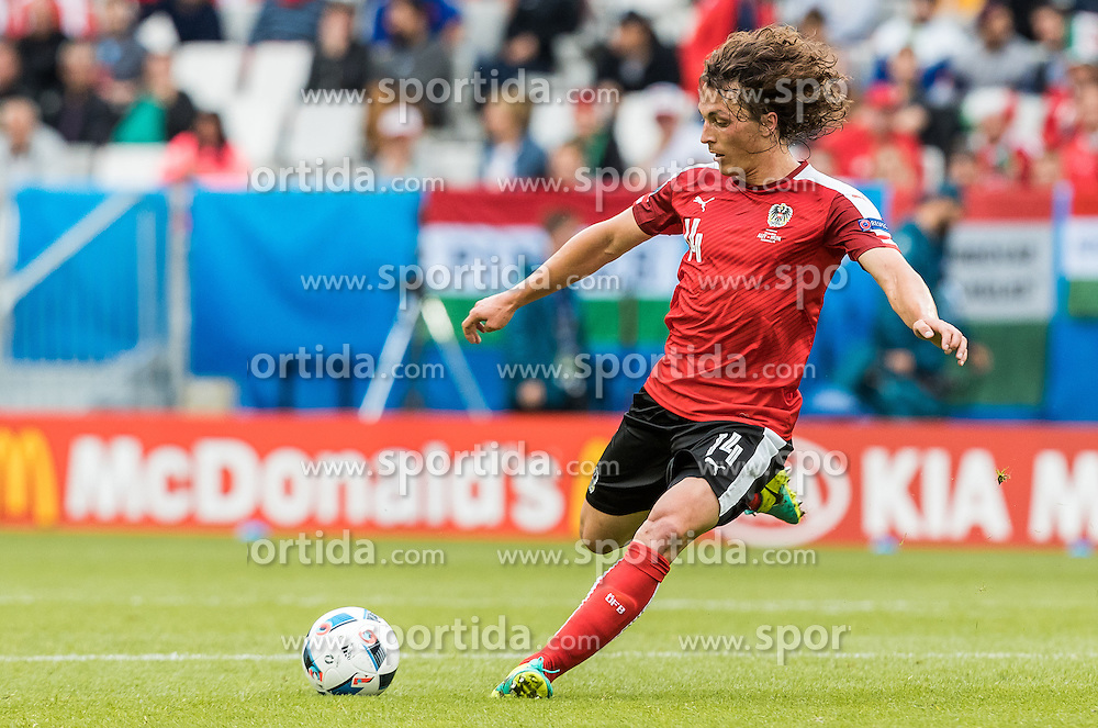14.06.2016, Stade de Bordeaux, Bordeaux, FRA, UEFA Euro, Frankreich, Oesterreich vs Ungarn, Gruppe F, im Bild Julian Baumgartlinger (AUT) // Julian Baumgartlinger (AUT) during Group F match between Austria and Hungary of the UEFA EURO 2016 France at the Stade de Bordeaux in Bordeaux, France on 2016/06/14. EXPA Pictures © 2016, PhotoCredit: EXPA/ JFK
