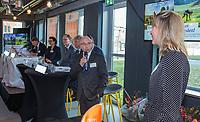 UTRECHT -  Bestuurslid Alfred Levi met rechts Danielle  Wallet (NGF) Algemene Ledenvergadering van de Nederlandse Golf Federatie NGF.   COPYRIGHT KOEN SUYK