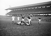 Neg No:.401/5669-5673..14021954IPFCSF1..14.02.1954..Interprovincial Railway Cup Football - Semi-Final..Leinster.3-14.Ulster.3-6.