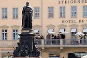 Altstadt,  Neumarkt, Standbild des Koenigs Friedrich August II. von Sachsen (reg. 1836-1854) von Ernst Julius Haehnel vor dem Hotel de Saxe, Dresden, Sachsen, Deutschland.|.Dresden, Germany,  Newmarket, Friedrich August II memorial in front of Hotel de Saxe