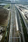 Nederland, Rotterdam Lombardijen, Barendrecht, 08-03-2002; direct rechts van het bestaand spoor (Rotterdam-Dordrecht) ligt de betonnen bak waar in de toekomst de HSL onder de andere sporen doorgaat (dive-under); een tweede dive under is onder constructie, deze gaat onder de Betuweroute door; aan de horizon de A16;.rail knooppunt infrastructuur verkeer en vervoer spoor;<br /> luchtfoto (toeslag), aerial photo (additional fee)<br /> foto /photo Siebe Swart