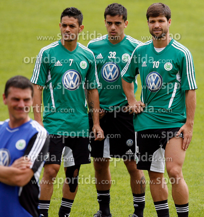 07.08.2012, Stadion Lind, Villach, AUT, VfL Wolfsburg Trainingslager, im Bild Josue (Wolfsburg), Fagner (Wolfsburg) und Diego (Wolfsburg) waehrend einer Trainingseinheit // during the training session from VfL Wolfsburg on 2012/08/07. EXPA Pictures © 2012, PhotoCredit: EXPA/ Oskar Hoeher.