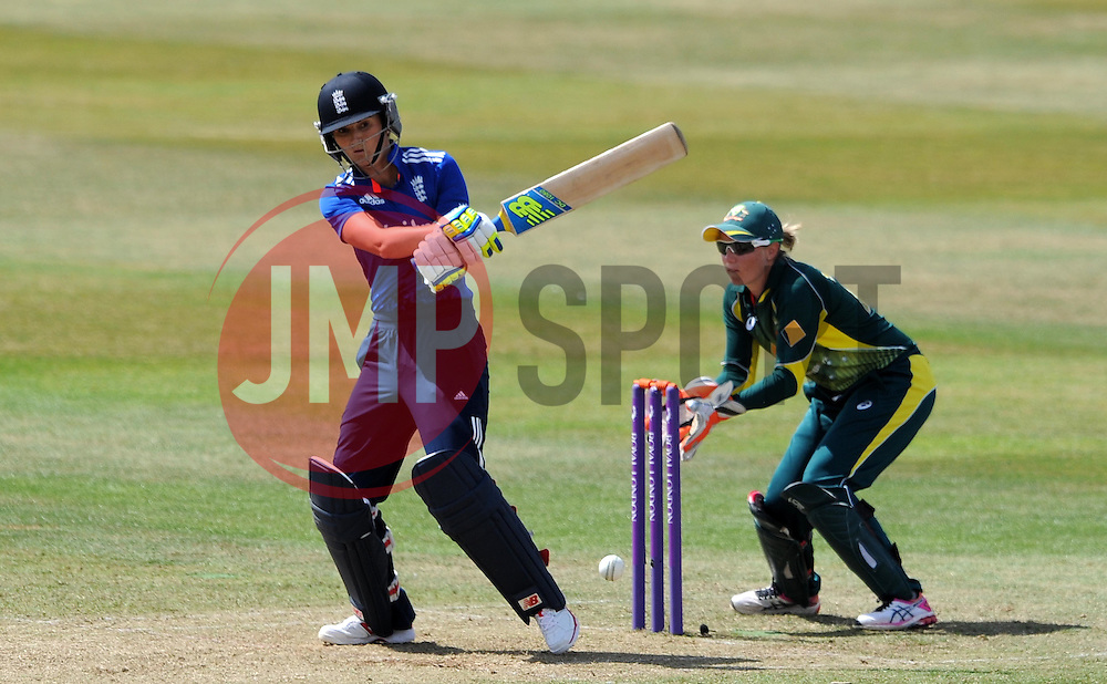 England's Charlotte Edwards pulls the ball. - Photo mandatory by-line: Harry Trump/JMP - Mobile: 07966 386802 - 21/07/15 - SPORT - CRICKET - Women's Ashes - Royal London ODI - England Women v Australia Women - The County Ground, Taunton, England.