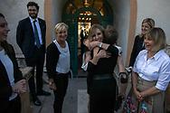 L'abbraccio tra Valentina Vezzali e Bebe Vio.