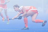 ARNHEM - Hockey. Merel de Blaey woensdag tijdens de oefeninterland in dichte mist tegen Zuid Afrika. FOTO KOEN SUYK