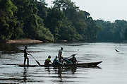 People using river<br /> Likouala - Monsaka River<br /> Republic of Congo (Congo - Brazzaville)<br /> AFRICA