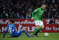 FUSSBALL   1. BUNDESLIGA   SAISON 2011/2012   21. SPIELTAG Werder Bremen - 1899 Hoffenheim                        11.02.2012 Fabian Johnson (li, TSG 1899 Hoffenheim) gegen Marko Arnautovic (SV Werder Bremen)