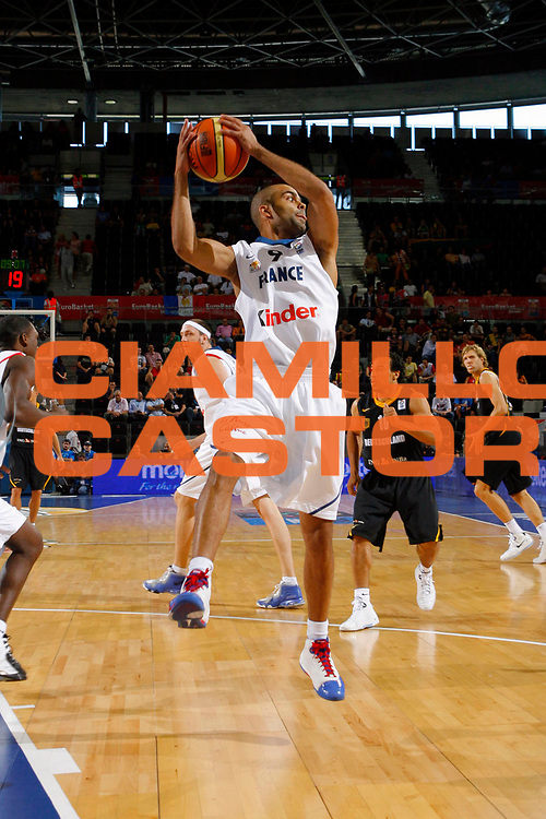 DESCRIZIONE : Madrid Spagna Spain Eurobasket Men 2007 Qualifying Round Francia Germania France Germany<br /> GIOCATORE : Tony Parker<br /> SQUADRA : Francia France<br /> EVENTO : Eurobasket Men 2007 Campionati Europei Uomini 2007<br /> GARA : Francia France Germania Germany<br /> DATA : 08/09/2007<br /> CATEGORIA : Rimbalzo<br /> SPORT : Pallacanestro<br /> AUTORE : Ciamillo&amp;Castoria/T.Wiedensohler<br /> Galleria : Eurobasket Men 2007<br /> Fotonotizia : Madrid Spagna Spain Eurobasket Men 2007 Qualifying Round Francia Germania France Germany<br /> Predefinita :&nbsp;
