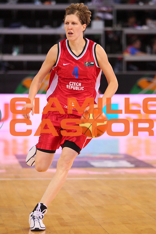 DESCRIZIONE : Madrid 2008 Fiba Olympic Qualifying Tournament For Women Angola Czech Republic <br /> GIOCATORE : Jana Vesela <br /> SQUADRA : Czech Republic Repubblica Ceca <br /> EVENTO : 2008 Fiba Olympic Qualifying Tournament For Women <br /> GARA : Angola Czech Republic Angola Repubblica Ceca <br /> DATA : 11/06/2008 <br /> CATEGORIA : Palleggio <br /> SPORT : Pallacanestro <br /> AUTORE : Agenzia Ciamillo-Castoria/S.Silvestri <br /> Galleria : 2008 Fiba Olympic Qualifying Tournament For Women <br /> Fotonotizia : Madrid 2008 Fiba Olympic Qualifying Tournament For Women Angola Czech Republic <br /> Predefinita :