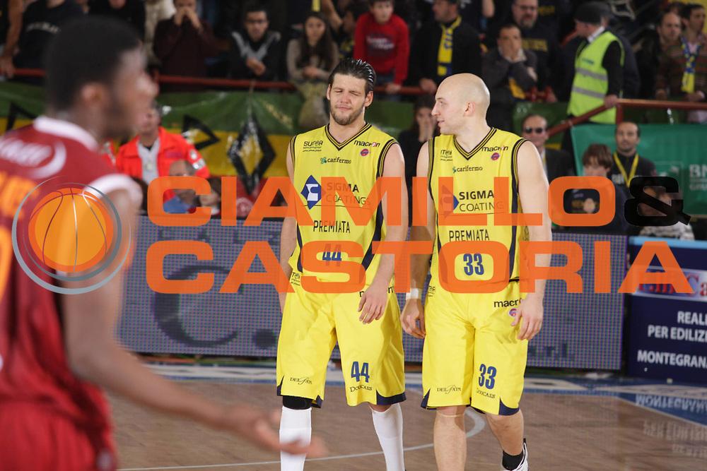 DESCRIZIONE : Porto San Giorgio Lega A 2009-10 Sigma Coatings Montegranaro Lottomatica Virtus Roma<br /> GIOCATORE : Dejan Ivanov Greg Brunner<br /> SQUADRA : Sigma Coatings Montegranaro <br /> EVENTO : Campionato Lega A 2009-2010 <br /> GARA : Sigma Coatings Montegranaro Lottomatica Virtus Roma<br /> DATA : 06/12/2009<br /> CATEGORIA : Fair Play<br /> SPORT : Pallacanestro <br /> AUTORE : Agenzia Ciamillo-Castoria/GiulioCiamillo<br /> Galleria : Lega Basket A 2009-2010 <br /> Fotonotizia : Porto San Giorgio Lega A 2009-10 Sigma Coatings Montegranaro Lottomatica Virtus Roma<br /> Predefinita :