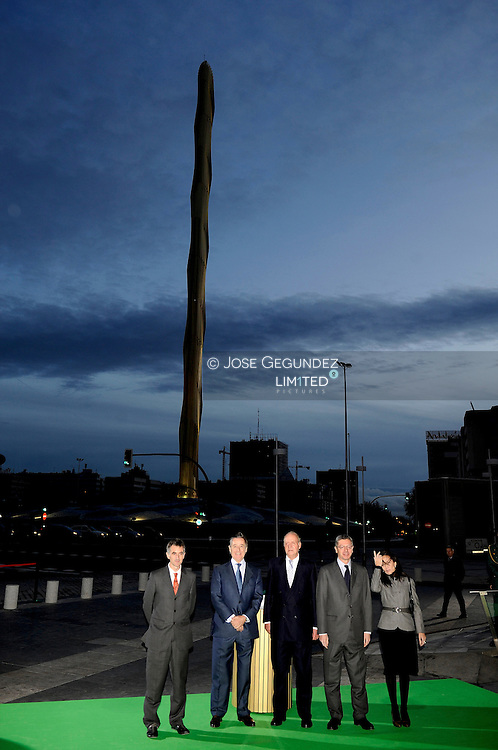 King Juan Carlos of Spain, Spanish Housing Minister Beatriz Corredor and Madrid Mayor Alberto Ruiz Gallardon attend the Inauguration of Caja Madrid Monument on December 23, 2009 in Madrid, Spain