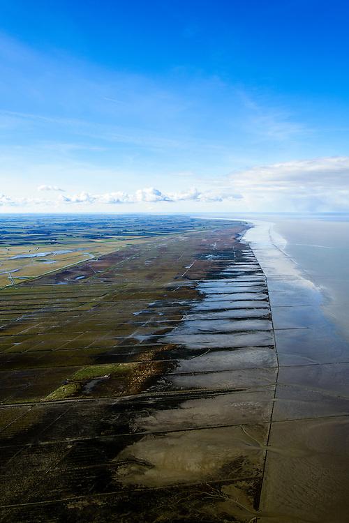 Nederland, Friesland, Gemeente Ferwerderadeel, 28-02-2016; Friesche Wad met kweldergebied en buitendijkse polder van Noorderleeg (Noarderleech) ook Noard-Fryslan Butendyks ter hoogte van Ferwerd (Ferwert). De landinwaarts gelegen polders zijn in het verleden ontstaan door bedijking van de kwelders.<br /> Landaanwinning door middel van zogenaamde kwelderwerken: vakken begrenst door rijshouten golfbrekers die als gevolg hebben dat het slib kan bezinken. Als de kwelders hoog genoeg groeien er er kwelderplanten.<br /> Land reclamation, Noorderleeg (Northern Void), polder and salt marsh area outside the dikes. The so-called salt marsh works consist of square sections, bordered by brushwood breakwaters causing the sludge to settle.<br /> The inland polders have been created by building dams in the salt marshes in the past.<br /> luchtfoto (toeslag op standard tarieven);<br /> aerial photo (additional fee required);<br /> copyright foto/photo Siebe Swart