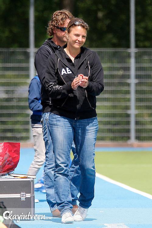 UTRECHT - Kampong - Oranje Zwart, Hoofdklasse hockey dames, Seizoen 2010-2011, Sportpark Maarschalkerweerd, 25-05-2011, Oranje Zwart wint met 2-3 en winnen de titel 'best of the rest' (vijfde plaats), De coach Ageeth Boomgaardt blij met de winst.