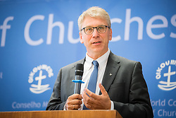 "18 September 2017, Geneva, Switzerland: The World Council of Churches formally opens the ""12 Faces of Hope"" exhibition at the Ecumenical Centre in Geneva. The exhibition faces 12 people from Israel and Palestine, sharing testimonies of hope, towards a future of justice and peace in the Holy Land. Here, World Council of Churches general secretary Rev. Dr Olav Fykse Tveit."