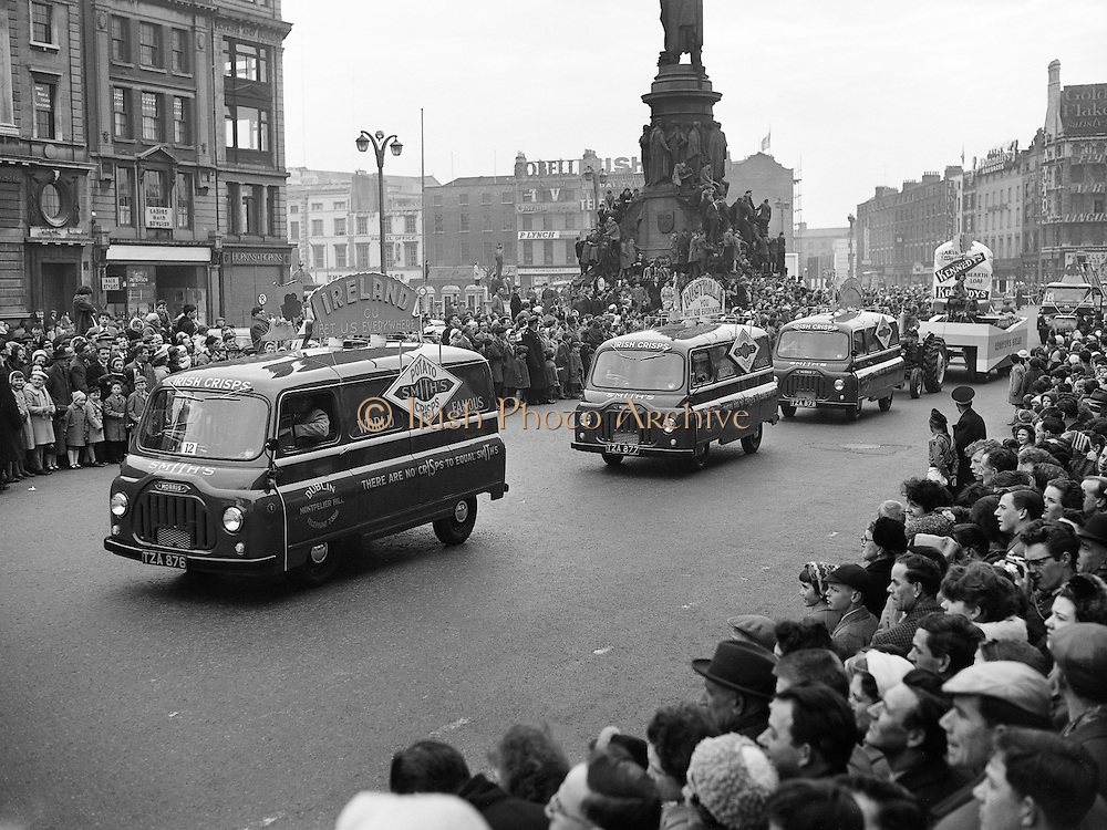 Smith's Crisps vans on O'Connell Street during the St. Patrick's Day Parade..17.03.1962